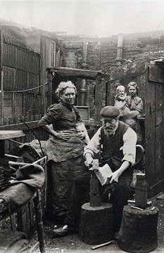 Old East End London England, Backyard blacksmith making shovels in London's East End. Victorian Life, Victorian London, Vintage London, Old London, London City, Victorian Photos, London Street, London Photos, Photos Du