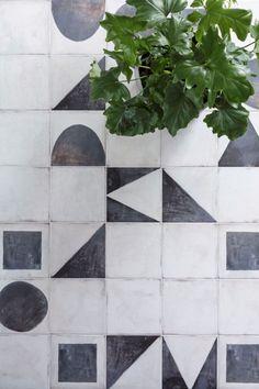 Tiles miss match abstract Monochrome Base & Decor - Decorative Porcelain Tile Patterns, Textures Patterns, Floor Patterns, Mandarin Stone, Outdoor Tiles, Geometric Tiles, Tile Design, Vintage Home Decor, Interior And Exterior