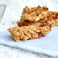 Healthy and super delicious Granola Bars with almonds and cranberries. Perfect on-the-go snack. Low-fat and vegan.