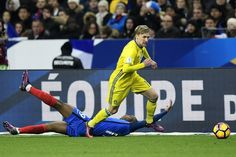Sweden's midfielder Emil Forsberg advances with the ball past France's defender Djibril Sidibe (back) during the 2018 World Cup group A qualifying football match between France and Sweden at the Stade de France in Saint-Denis, north of Paris, on November 11, 2016. / AFP / MIGUEL MEDINA