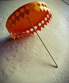 DIY Paper Umbrella: Here is an easy way to make a cute umbrella with home supplies.Construction time - 30 minsAll you need is: Cute Umbrellas, Paper Umbrellas, Rain Crafts, Kids Crafts, Origami Umbrella, Diy Paper, Paper Crafts, Umbrella Decorations, Wedding Gift Wrapping