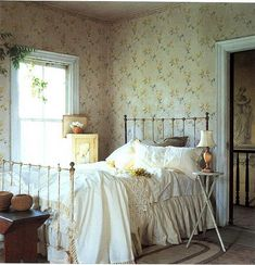 This wallpaper makes this room look cozy country farmhouse, country cottage bedroom, vintage farmhouse Shabby Chic Bedrooms, Bedroom Vintage, Cozy Bedroom, Bedroom Decor, Bedroom Ideas, Floral Bedroom, Floral Curtains, Pretty Bedroom, Design Bedroom