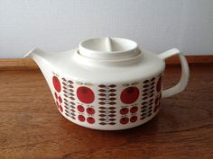 "Teapot ""Cirkel"" with decor ""Cherie"" (Kaare Blokk-Johansen and Ingrid Marcussen for Egersund Norway)"