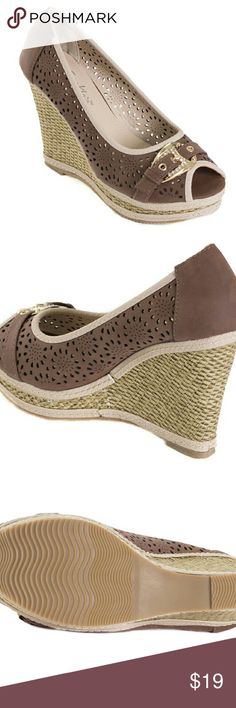 Tory K Buckled Peep-toe Wedge hw1671, Brown, 9 Gorgeous new espadrilles with a sparkly belt-buckle above the open toe. Plaited wedge, comfortable and true to size. Selling super cheap because the box they were in was damaged. Sandals are in perfect condition! Shoes Espadrilles