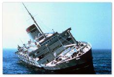 "Képtalálat a következőre: ""andrea doria model kit"" Underwater Images, Underwater World, Nantucket, Andrea Doria, Hms Hood, Ship Breaking, Costa, Abandoned Ships, Ghost Ship"