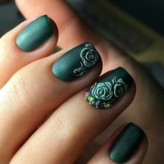 If you are bored with the color of your nails, you should try of these Chic Green Nail Art Ideas. Green is always reminiscent of nature, making you more relaxed and refreshed. Green Nail Art, Rose Nail Art, Floral Nail Art, Rose Nails, Flower Nails, Matte Nails, My Nails, Teal Nails, Gold Nail