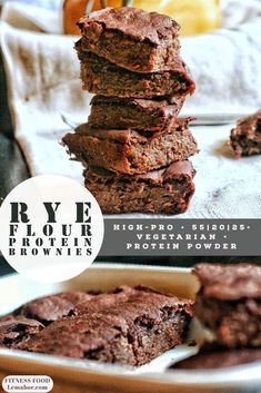 These rye flour protein brownies are a quicksolution for a preworkout snack, soft, satiating and light. Low Fat Snacks, Macro Friendly Recipes, Protein Brownies, Rye Flour, Gym Food, Macro Meals, Protein Muffins, High Protein Low Carb, One Pan Meals