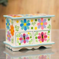 Great Gifts For GIrls: Jewelry boxes and change purses perfect for the young and the young-at-heart!