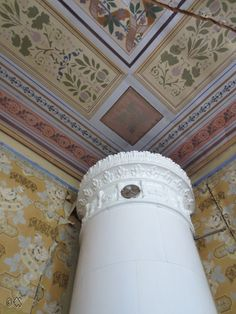 Interior of old Swedish house with stencil painted ceiling and kakelugn.  Elin Westlund