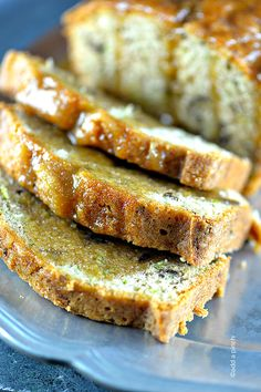Salted Caramel Zucchini Bread Recipe - This is one more delicious way to eat your zucchini! Perfect breakfast, snack or dessert! Köstliche Desserts, Delicious Desserts, Dessert Recipes, Yummy Food, Breakfast Recipes, Best Zucchini Bread, Zucchini Bread Recipes, Cannoli, Strudel
