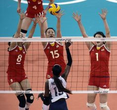 Usa women s volleyball team vs china a usa win aug 1 2012