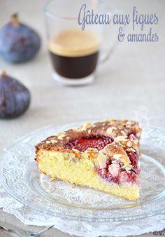 Beaucoup d'amandes, quelques figues fraîches mûries au soleil dans un gâteau très gourmand… Notre régal du week-end. On profite de la courte saison des figues