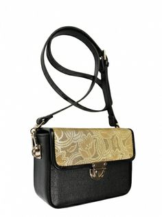 Elegant box-coffer on his shoulder. The bag is in the colors of black and gold. From the inside it is decorated with quilted satin, black lining. Belt is adjustable with the possibility of releasing. Each original handbag GOSHICO id is in the middle of the tab with our logo.  PRICE: 202.61 €  http://goshico.com/en/torebka-boxy-1381.html