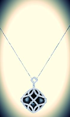 Embrace the night in all it's beauty. Our onyx necklace is wrapped in a ribbon of white gold and adds a lot of sparkle to any life.