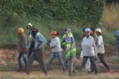 Trabalhadores sem terra fecham rodovia em manifestação no DF - http://noticiasembrasilia.com.br/noticias-distrito-federal-cidade-brasilia/2015/06/11/trabalhadores-sem-terra-fecham-rodovia-em-manifestacao-no-df/