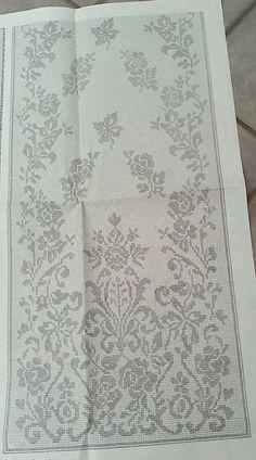 Filet Crochet Charts, Crochet Diagram, Crochet Curtains, Crochet Doilies, Cross Stitch Boarders, Stitch Patterns, Crochet Patterns, Fillet Crochet, Crochet Table Runner