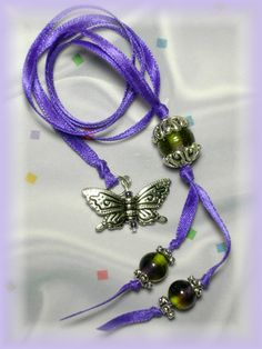 simple beautiful beaded bookmark made with a single folded ribbon