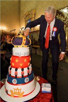 HM Ambassador to Italy Christopher Prentice CMG and Diamond Jubilee Cake Hm The Queen, England Uk, British History, British Isles, Italy, Seasons, Diamond, My Love, Cake