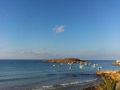 Barcos cerca de la orilla mar en calma.  #Murcia #CostaCálida #Playa #spain #Beach #Summer