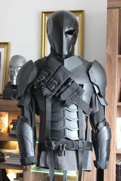 [cosplay] My progress on printed Deathstroke armor from Batman: Arkham Origins Deathstroke Cosplay, Nightwing Cosplay, Armadura Sci Fi, Tactical Suit, Fantasy Wizard, Deadpool Wallpaper, Trendy Mens Fashion, Cosplay Weapons, Super Hero Outfits