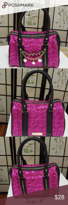 🎀BETSEY JOHNSON🎀 barrel bag You are sure to fall in love with this sumptuous, must-have medium satchel shoulder bag for die-hard Betsey fans! It makes a feminine addition to your handbag collection. Color:pink/ glitter gently used. Betsey Johnson Bags Shoulder Bags
