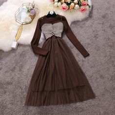 Cheap Formal Dresses, Stylish Dresses For Girls, Stylish Dress Designs, Dresses For Teens, Skirt Fashion, Fashion Dresses, Floral Skirt Outfits, Simple Gowns, Mode Hijab