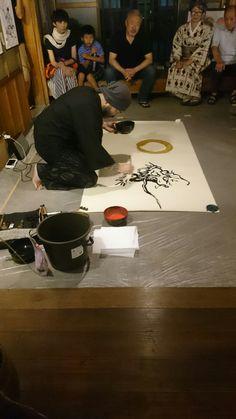名古屋 有松『筆禅』高萩正志展に御邪魔させて頂きました (^○^) 日頃忘れがちな価値観を思い出させて頂く、とても良い機会を頂きました (^○^) 高萩さんの『絵』とたっくんの『文字』のコラボは短い時間ですけどとてもエネルギュシュで、『今』の大切さを教えて頂いた様にも感じました (^○^) #高萩正志 #たっくんコドナの落書き
