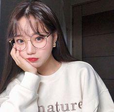 Most Beautiful Share the beauty and love Pretty Korean Girls, Cute Korean Girl, Cute Asian Girls, Ulzzang Glasses, Korean Glasses, Ulzzang Hair, Ulzzang Korean Girl, Cute Glasses, Girls With Glasses