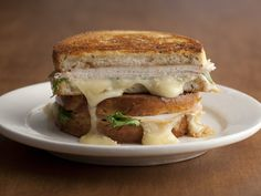 Get this all-star, easy-to-follow Grilled Turkey, Brie, and Apple Butter Sandwich with Arugula recipe from Tyler Florence.