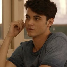 "Bruno in ""Merli"" Merlin Netflix, Netflix Series, Tv Series, Zac Efron, Diva E, Aesthetic Images, Handsome Boys, Cute Guys, Movies And Tv Shows"