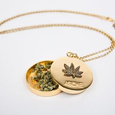 Enter cannabis culture with Blunted Objects, an elevated fashion brand reppin' 420 stoner girl style. Shop weed crowns, pot leaf necklaces and marijuana fashion. Weed Pipes, Accesorios Casual, Stoner Art, Weed Art, Puff And Pass, Cute Jewelry, Jewelry Accessories, Stud Earrings, Hemp