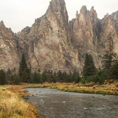 Smith Rock State Park in Terrebonne, Oregon --------------------------- @dumbbellsandtrails
