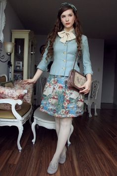 I have been wearing that skirt a lot these past weeks and I realised I never took any outfit pictures with it, so here it is! Lolita Fashion, Couture Fashion, Retro Fashion, Vintage Fashion, Gq Fashion, Vintage Bag, Vintage Outfits, Vestidos Retro, Lolita Dress