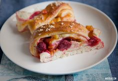 Raspberry and cinnamon pull apart bread Cinnamon Pull Apart Bread, Nom Nom, Raspberry, Sandwiches, Cooking Recipes, Favorite Recipes, Sweets, Dishes, Fruit