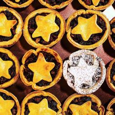 My Christmas Starry Mince Pies from today's @rachaelrayshow Christmas Special  link to the recipe in my profile xxx by clodagh_mckenna