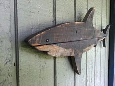Wooden Shark art made of recycled fence wood. von JohnBirdsong