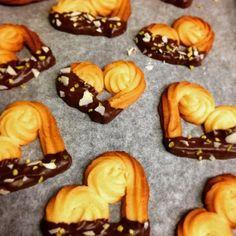 「絞り出しクッキー」えびちゃん♪   お菓子・パンのレシピや作り方【cotta*コッタ】 Kawaii Cookies, Doughnut, Birthday Ideas, Muffin, Sweets, Cakes, Baking, Breakfast, Desserts