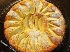 INGREDIENTI 200 g di farina 00 150 g di zucchero 3 uova 3 mele golden 50 g di farina di mandorle (o mandorle tritate) 70 g di burro 125 g d...