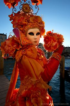 A divine costume of orange... Carnival of Venice