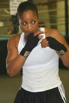 Women's Boxing, latest news coverage about female boxers, rankings, fight reports and results, indepth history of women's boxing. Boxing Girl, Women Boxing, Female Boxing, Beautiful Black Girl, Black Love, Black Girl Magic, Black Girls, Boxe Fight, Laila Ali