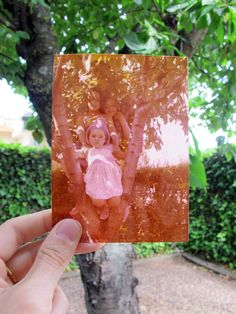Buscar fotos antiguas y cuadrarlas en los lugares en los que fueron tomadas. Ése ha sido mi ejercicio fotográfico del verano. ¿Quieres ver el resultado?