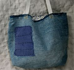 Small Indigo bag by Lambert Jeans Recycling, Recycle Jeans, Indigo, Denim Ideas, Denim Crafts, Denim Patchwork, Craft Bags, Linen Bag, Recycled Denim