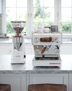 Espresso Bar, Espresso At Home, Coffee Bar Home, Coffee Corner, Coffee Love, Italian Espresso Machine, Home Espresso Machine, Barista, Coffee Trailer