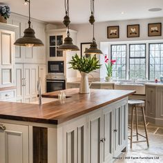 "433 Likes, 13 Comments - Houzz Australia (@houzzau) on Instagram: ""#TrendingOnHouzz - The most popular kitchen on Houzz today is this open, airy kitchen in Rutland,…"""