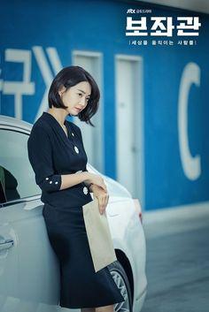 "Shin Min-ah Comes Back With ""The President's Aide"" This June @ HanCinema :: The Korean Movie and Drama Database Shi Min Ah, Joo Won, Chief Of Staff, Seungri, Korean Actresses, Comebacks, Presidents, Short Hair Styles, Singer"