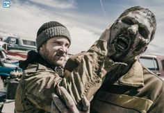 Z Nation: 12 novas fotos da 2a temporada mostram muitos zumbis e um cenário devastado