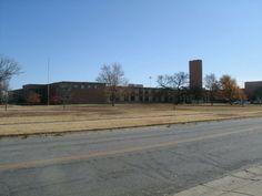 Salina High School Salina, Kansas Opened in 1952 Salina Kansas, High School, Sidewalk, History, Usa, Historia, Grammar School, Side Walkway, High Schools