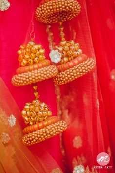 Latest Wedding Trend You'll Love: Unique Tassels (Latkan Design) For Lehenga! Rakhi Design, Saree Tassels, Indie, Passementerie, Bridal Lehenga, Bollywood, Wedding Trends, Diy Wedding, Indian Bridal