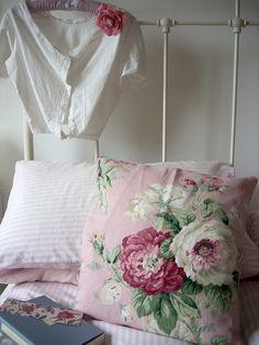 Pink 'n' floral by Raggedroses on Flickr.