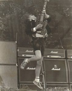 Angus Young - Shreddin' Devil ;)